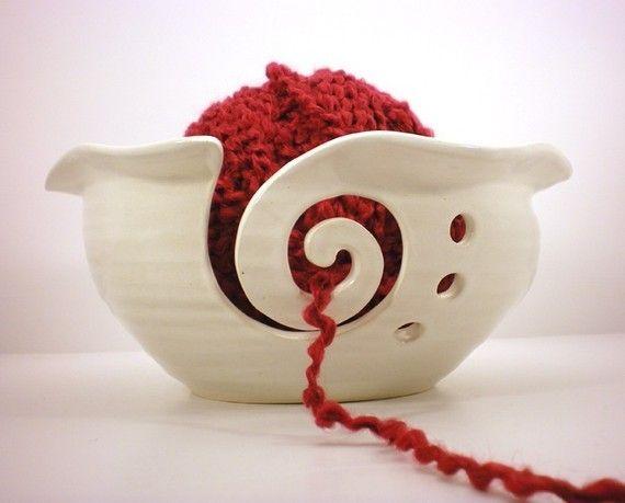 Genial ideia para porta lãYarns Holders, Yarn Bowl, Crafts Ideas, Yarns Bowls, Crafts Inspiration Diy, Gift Certificate, Knits Helpers, Crochet Knits, Bowls Crochet