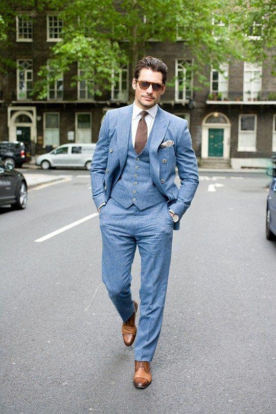 Acheter la tenue sur Lookastic:  https://lookastic.fr/mode-homme/tenues/blazer-croise--chemise-de-ville-pantalon-de-costume-chaussures-derby-cravate-/1760  — Pantalon de costume bleu clair  — Gilet bleu clair  — Chemise de ville blanc  — Chaussures derby en cuir brun clair  — Pochette de costume en soie beige  — Cravate brun  — Blazer croisé bleu clair