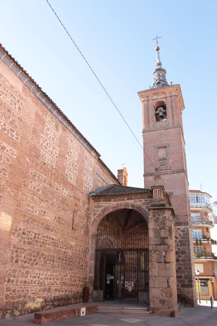 Iglesia del Salvador. La torre terminada en el siglo XVIII, aunque los primeros cuerpos son anteriores