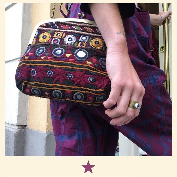 Ready? GO! Embroidery kanta bag with a special ring  #bacomilano #shopping #milano #shop #shopourinstagram #shoponline #shoplocal #fashion #instafashion #girl #womanstyle #womanfashion #styles #style #fashionmagazine #ss17collection #dress #spring #summer #summerdress #beachlife
