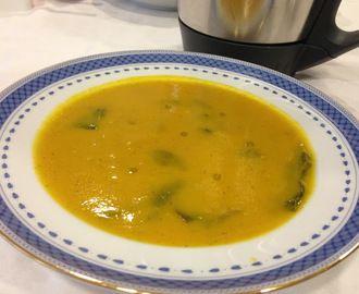 Sopa de Tomate e Cenoura com Espinafres