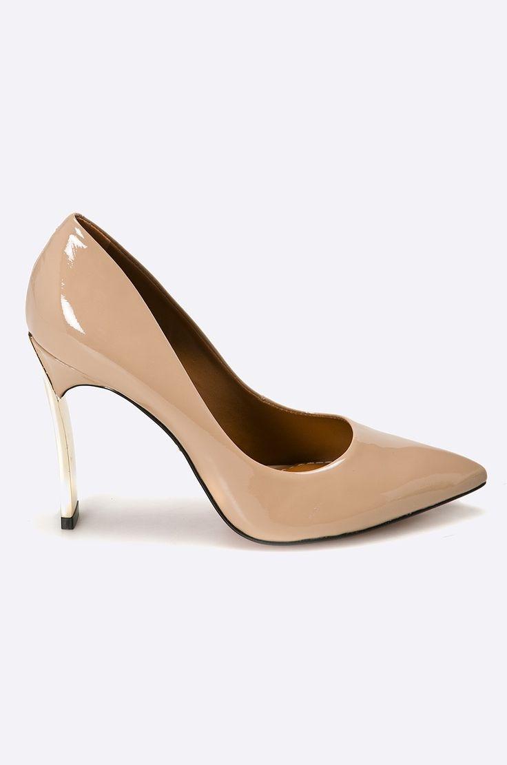 Bayla - Pantofi cu toc - Pantofi cu toc subtire din colectia Bayla. Model confectionat din piele naturala. - Talpa stabila. - Spatele calcaiului rigidizat. - Interior din piele. - Onterior confortabil. - Model pe toc subtire. - inaltimea tocului: 10 cm. - Lungimea brantului pentru marimea este de: 23,5 cm. - Dimensiunile date pentru marimea: 37. Material: piele Tocuri: escarpieni Skład: Gamba: Piele naturala Interiorul: Piele naturala Talpa: Material sintetic ID produktu: -60-OBD003 Kod…