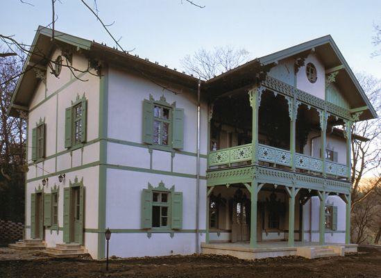 http://oreghazak.hu/files/gimgs/18_kochmaister-villa-2.jpg
