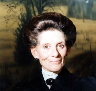 Jackie Burroughs, here in her role as Hetty King.  My favorite character.
