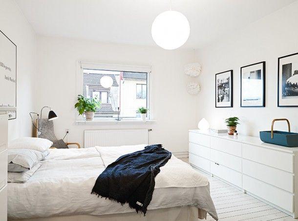 Czarno-białe trzypokojowe mieszkanie
