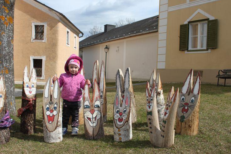 Wie jedes Jahr werden wir die Holzosterhasen besuchen! #erstningsfamily