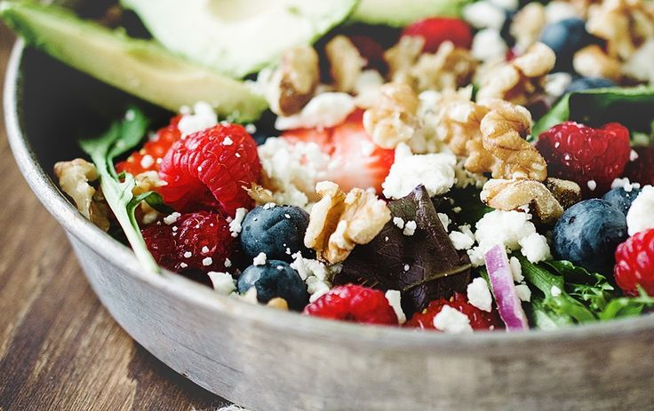 Avocado, fetta, walnut and berries salad