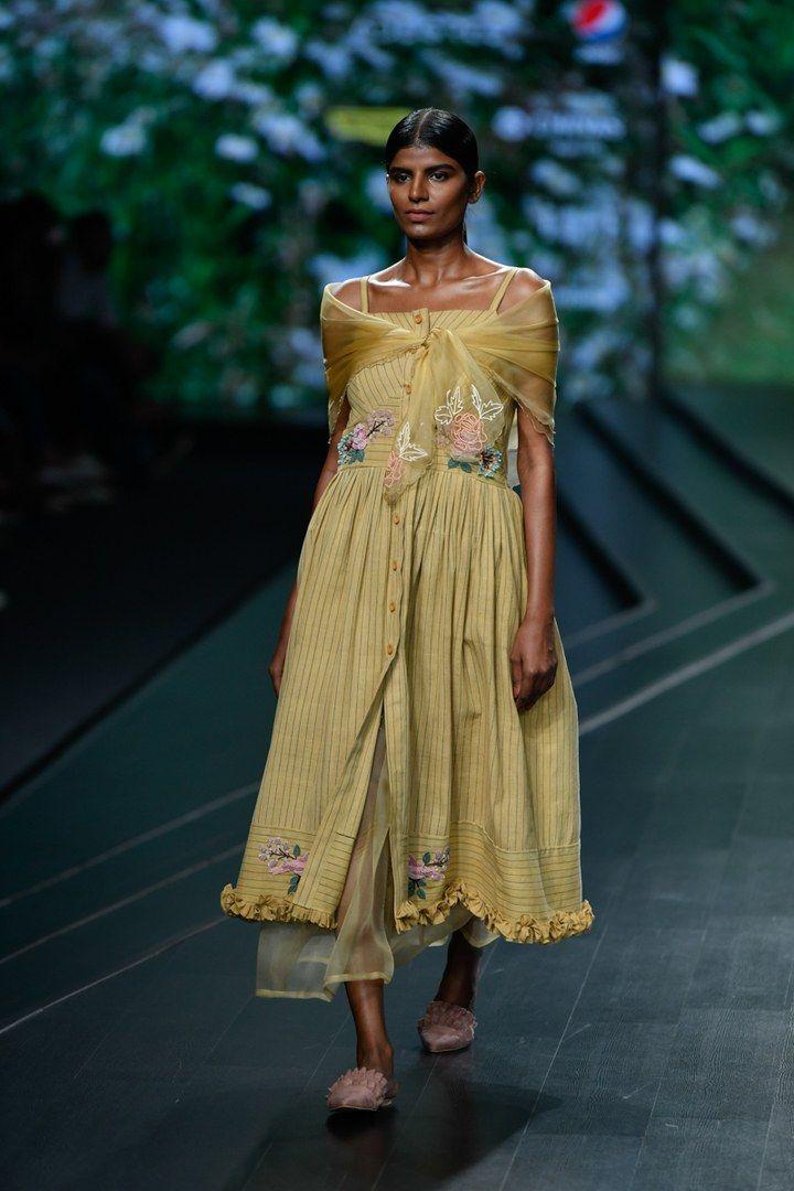 Nithya Reddy At Lotus Make Up India Fashion Week Spring Summer 2020 Vogue India In 2020 India Fashion India Fashion Week Fashion Week