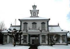 山形県鶴岡市家中新町にある致道博物館は山形県内の貴重な歴史的建造物を保存公開している博物館です  かぶとづくりと呼ばれる温かみのあるかやぶき屋根が目印の旧渋谷家住宅や所々にルネサンス様式を取り入れたレトロなつくりが珍しい旧鶴岡警察署など建築文化の変遷を感じさせる建物が軒を連ねています  tags[山形県]