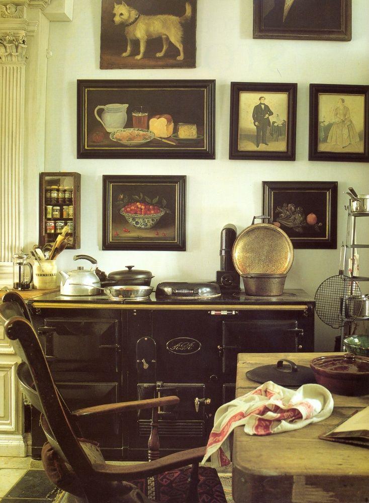 Плита AGA черного цвета в интерьере кухни