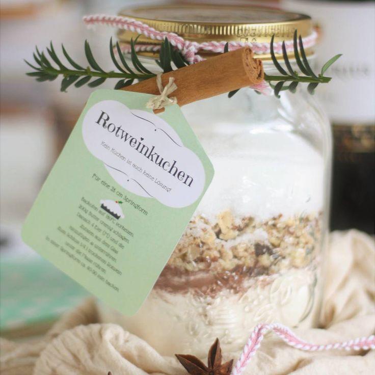 Juhuuu, die Anleitung zur Backmischung im Glas zum Verschenken ist nun online. Die Etiketten mit der Anleitung gibt es zum Ausdrucken dazu. Ich als Kuchensuchtie würde mich drüber freuen, aber nur selbst gemacht. Keine doofe gekaufte Backmischung😁  Looking for a gift to bring along? This is such a great Christmas gift - a homemade ready baking mixture.❤ #blogger_de#becreative#selfmade#advent#kreativ#rezeptebuchcom