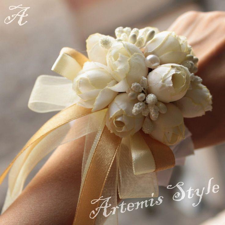 Resultado de imagen para bouquet de novia boda civil para colocar en la muñeca