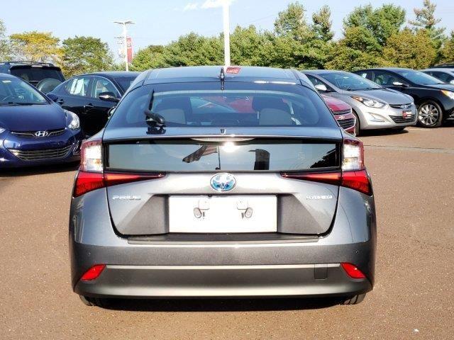 2019 Toyota Prius Le Fwd In 2020 Toyota Prius Toyota Fwd