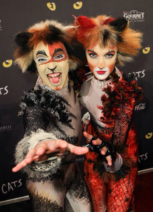 Image from http://vignette1.wikia.nocookie.net/catsmusical/images/c/ca/German_Tent_Carbucketty_Bomba.jpg/revision/latest?cb=20140130105601.