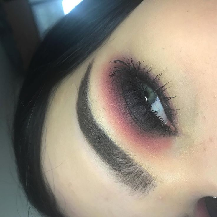 black and pink smokey eye���� PRODUCTS USED:  Eyes- @anastasiabeverlyhills modern renaissance palette  @morphebrushes black eyeshadow from the copper spice palette @kikomilano lengthening top coat mascara and black gel liner  Brows- @anastasiabeverlyhills dipbrow probably in dark brown  @nyxcosmetics brow mascara in black @maybelline fit me concealer in 10  http://ameritrustshield.com/ipost/1549234054560332945/?code=BV__CoYAbyR