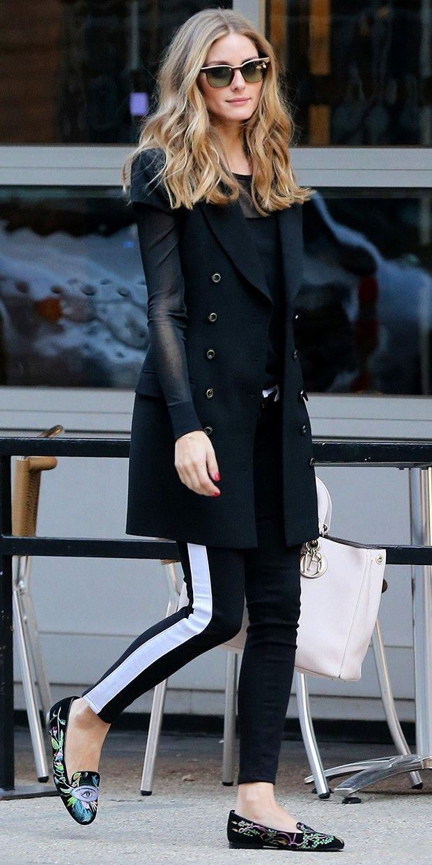 Look com sapatilha!!! Super bem produzido com sobre posição de casaqueto de manga copinho com blusa manga longa.