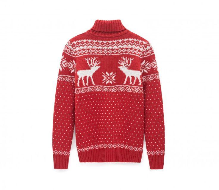 Женский свитер с оленями с высоким горлом