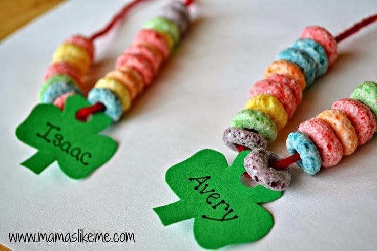 what a fun St. Patrick's day activity for the kids!  #StPatricksday #KidsCraft #rainbow