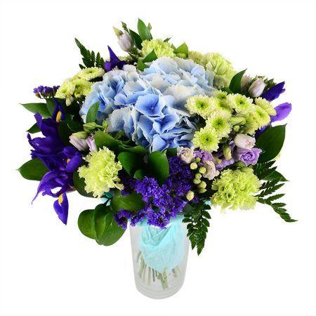 Выдержанная в спокойной цветовой гамме композиция, которая поражает своей универсальностью. Зелено-голубые цветы вместе смотрятся очень гармонично, а добавленные фиолетовые и ярко-синие блики вносят некий шарм в этот шедевр.
