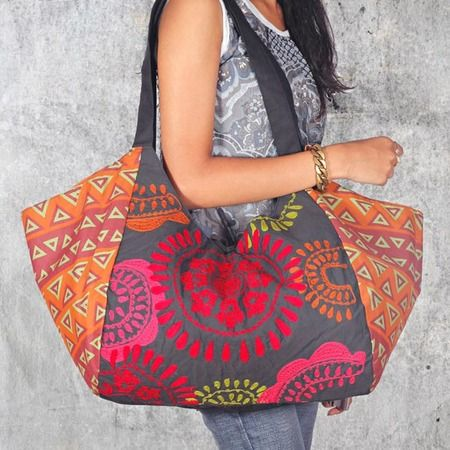 Hobo Bag. Would look good quilted. Think I will send back the beach bag I've just ordered and make one of these instead.