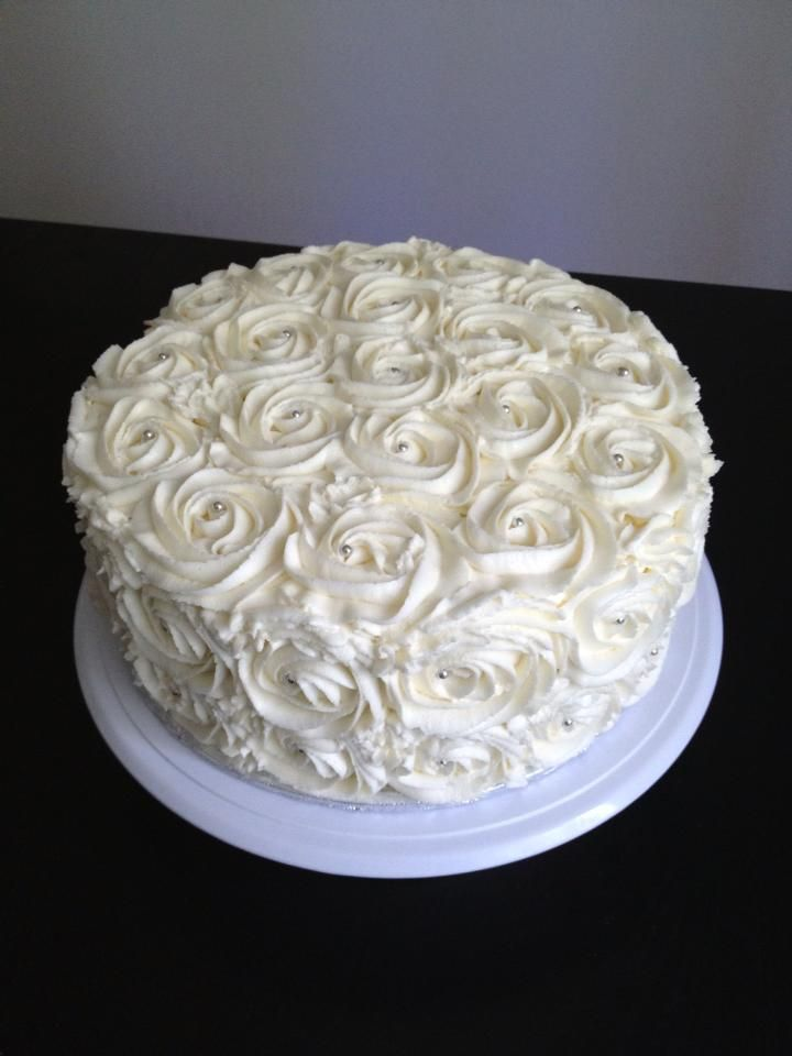 White Rose Engagement Cake - Imgur Love the buttercream roses. Not sure if it will fit style.