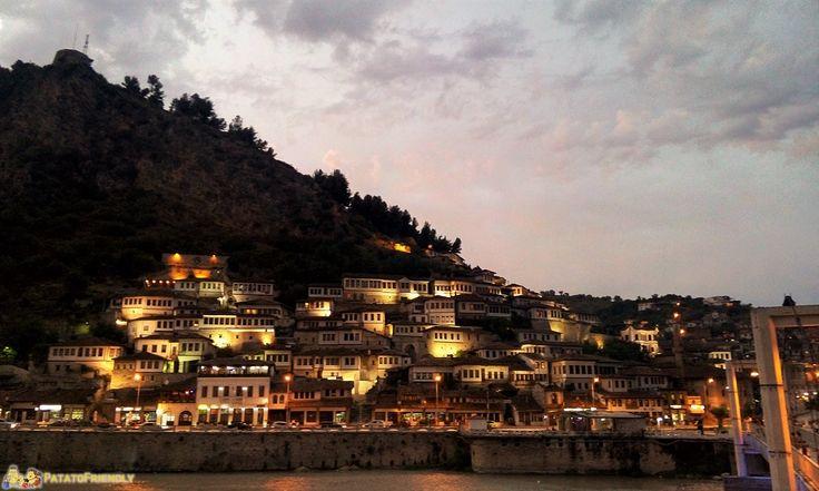 Itinerario per un viaggio in Albania: Berat. Cosa vedere a Berati, dove dormire, cosa fare. informazioni come organizzare una vacanza in Albania con i bambini.