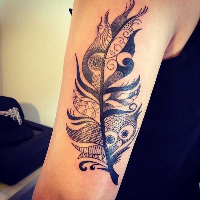 Black tattoo / black work / tatuagem / tattoo / pena / feather / coruja / owl