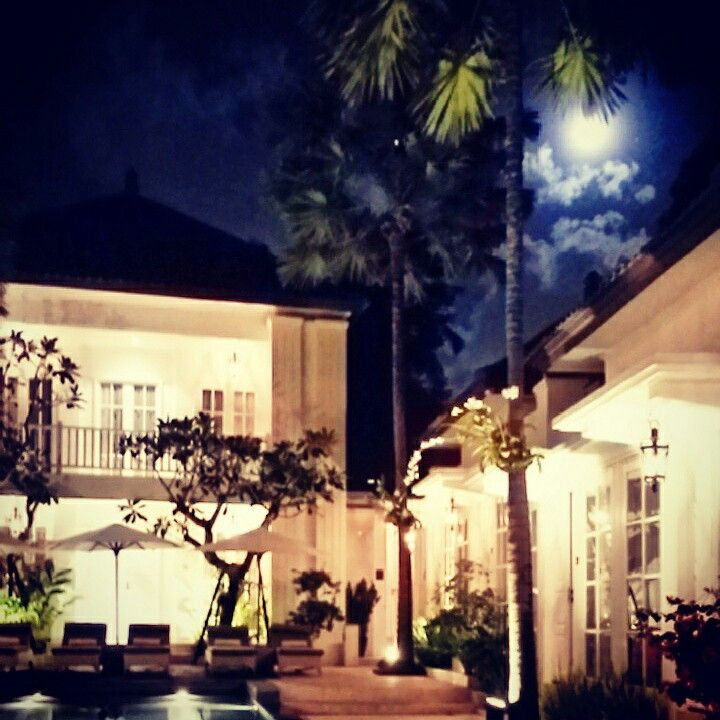 Good evening !  Sometimes we just need to talk to the moon and stars for everything happened today....  Only the moon and stars can shine in the darkness     Love Bali    #bali #seminyakbeach #seminyak #beach #swimming #pictoftheday #photooftheday #liburanbali #wanderlust #specialrates #gayfriendlyhotel #adultsonly #specialdeals #boutiquehotel #budgethotel #shorttrip #restaurants #surfing #lovebali #cute #hotel #holiday #honeymoon