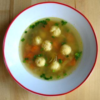 Miso polévka s jáhlovými knedlíčky