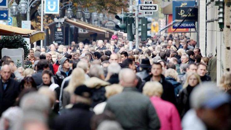 Nachricht: Berliner Regelung bundesweit: Einzelhandel will mehr verkaufsoffene Sonntage - http://ift.tt/2r6DBXt #news