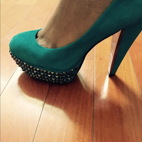 HOTTTT!!!!! Studded heel turquoise heel Studded heel turquoise and silver (one missing stud) barely noticeable worn once COMFORTABLE Sam Edelman Shoes