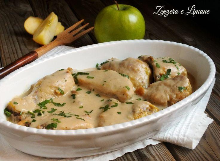 Un piatto da scarpetta questo pollo alle mele. È preparato con un seghetto leggero, senza troppi grassi e davvero molto appetitoso.