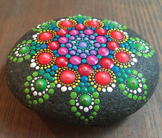 Mandala pintada piedra Pintado a mano de punto arte
