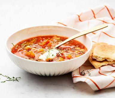 Vidga dina soppvyer och prova en mustig marockansk soppa, sprängfylld av antioxidanter och vitaminer. En kryddig harira som rundas av med en klick yoghurt och varma pitabröd.