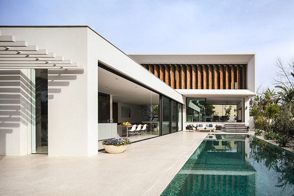 Modern L shape Mediterranean Villa in Israel: House TV