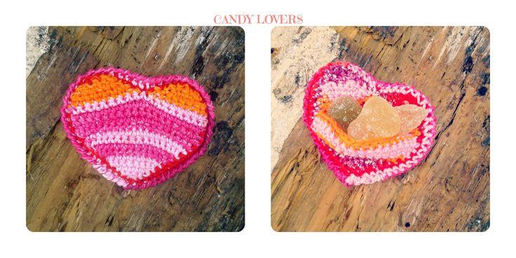 Crochet handmade heart favor candy. Uncinetto fatto a mano Bomboniera caramelle cuore