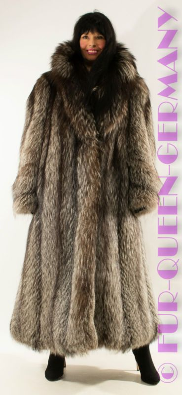 AMAZING SILVER FOX SAGA FOX LONG SWINGER FUR COAT from whole skins