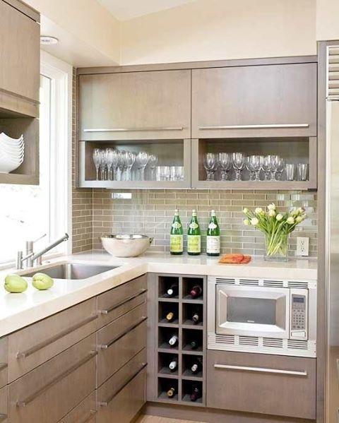Destaque para a cristaleira e pequena adega cozinha - Bancadas de cocina ...