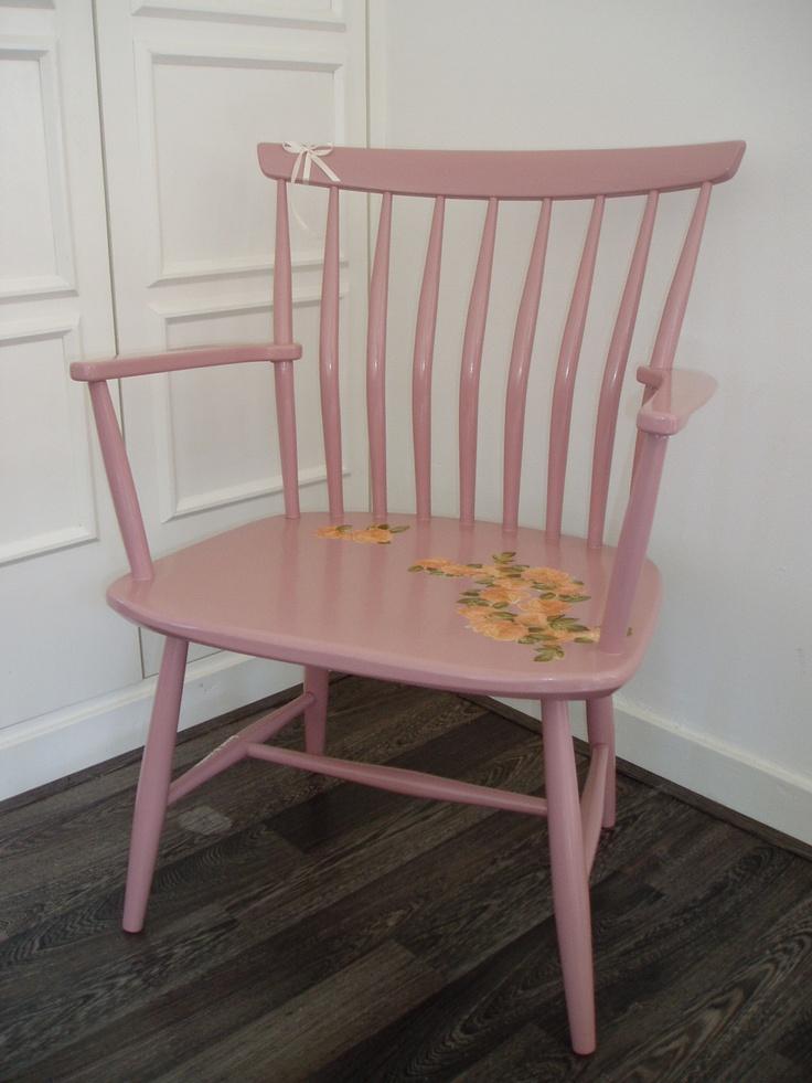 Oude 'oma-stoel', nu oudroze