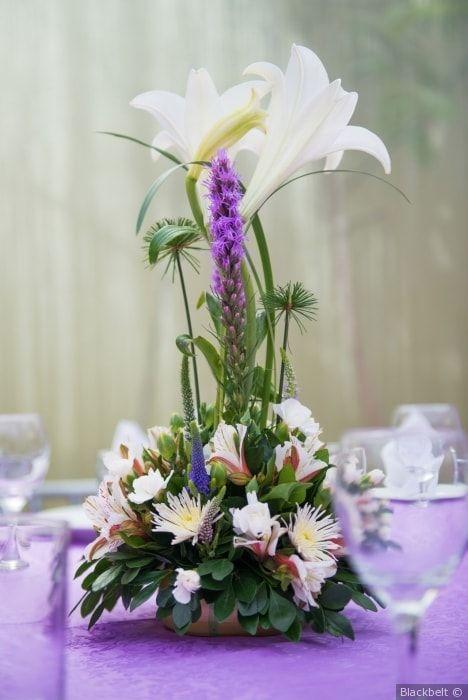 Centros de mesa con flores: la mejor opción para decorar tu matrimonio #flores #centrosdemesa #decoracion #mesas #invitados #boda #matrimonio #flowers #centerpiece #decoration #tables #guests   #wedding #weddingdecoration
