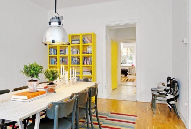 El amarillo es el tono de la temporada primavera verano que imprimirá detalles a cada una de las habitaciones de tu hogar. Cubre ventanas, puertas o tu mobiliario de este color y convierte tus espacios en lugares iluminados y modernos.   Fuente: http://vidayestilo.terra.com.co/mujer/los-colores-que-estan-en-tendencia-para-pintar-las-paredes,fc85b2636a58c410VgnVCM10000098cceb0aRCRD.html