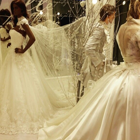 Emiliano for dina bengasi atelier natale 2015 #brides #weddingdress #sposa #matrimonio #abito #bride #natale