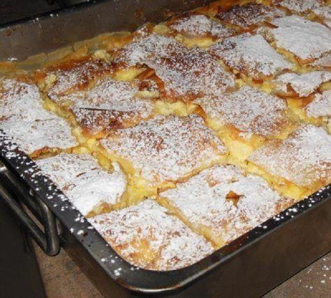 A házi süteményeknél nincs is finomabb, ha szeretnél gyors finomságot készíteni, próbáld ki a citromos krémes finomságot. Hozzávalók: 1 csomag réteslap 8 tojás 1 kg natúr joghurt 300 g cukor fél citrom reszelt héja vaníliaaroma Elkészítése: A tojásokat a joghurttal jól összekeverjük, hogy krémes állagú legyen. Beleszórjuk a cukrot, hozzáadjuk[...]