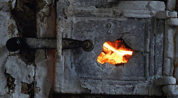 Hva er et rentbrennende ildsted?En peis anno 2015, er ikke det samme som en peis anno 1997. Du tenker kanskje at «peisteknologi» ikke akkurat er noe revolusjonerende felt, men det er det faktisk. Peiser fra før 1998 defineres som ikke-rentbrennede, mens de datert etter 1998 betegnes som rentbrennende.