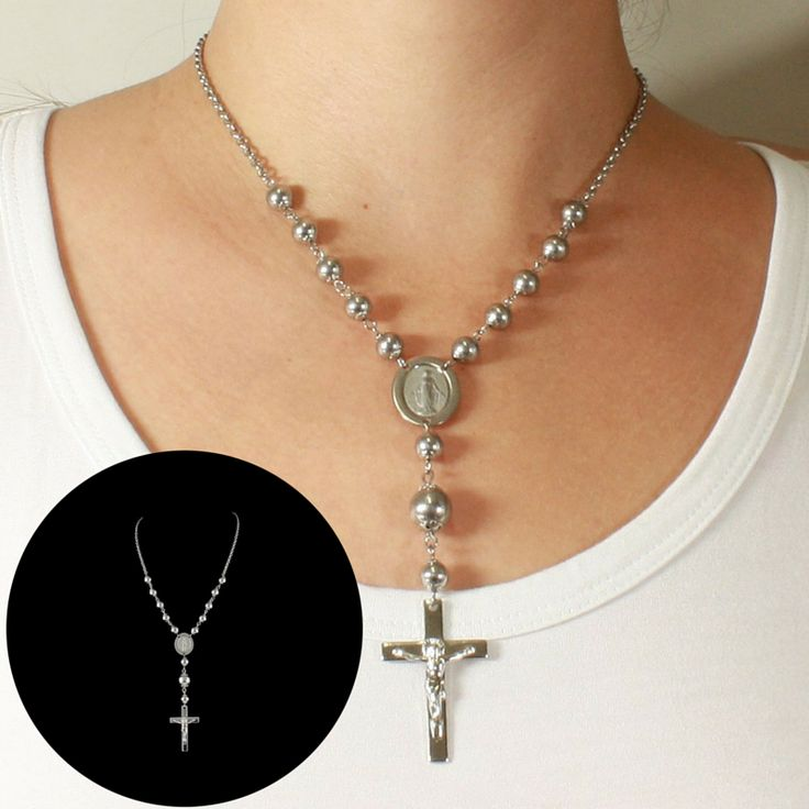 A Prata Fina tem uma linha dedicada à joias religiosas para quem gosta de andar com a fé sempre por todos os lugares.