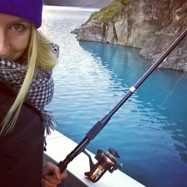 Estelle Balet fishing. #snowvibes #skivibes #verbier