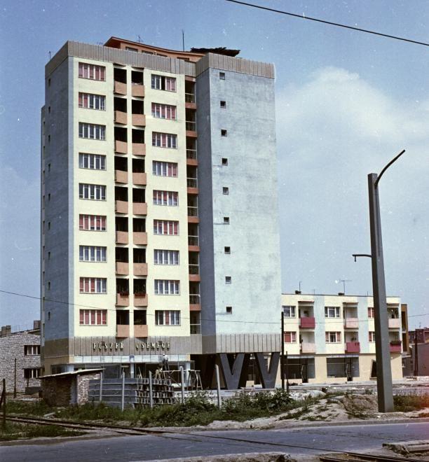 Kilián-észak, Kiss tábornok út - Dorottya utca sarok, a toronyház tetején került kialakításra a csillagvizsgáló.