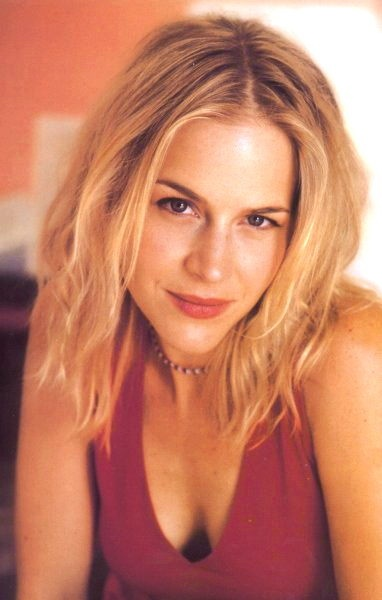 Buffy cast on Supernatural:  Julie Benz / Darla from Buffy and Angel plays Layla in Supernatural
