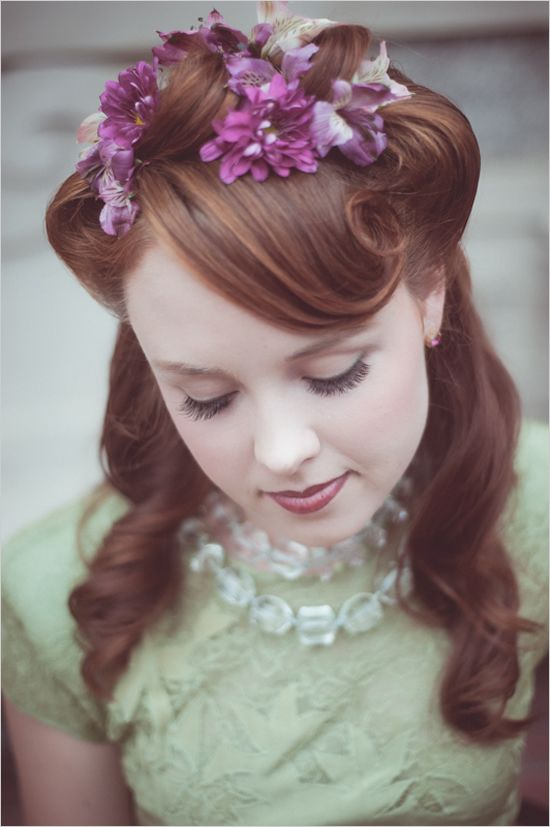 vintage-style hairstyles think Lana Turner and we love the flowers at the top.Ideas, Vintage Hairstyles, Weddinghairstyles, Vintage Wedding Hair, Style Hair, Beautiful, Bridal Hairstyles, Hair Style, Wedding Hairstyles