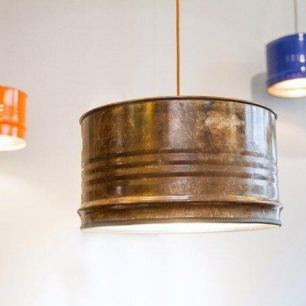 Hängelampe (Pendelleuchte) im Industriestil, die einmal ein Ölfass war. #Industrie #Design #Wohnzimmer